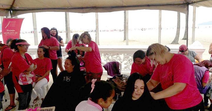 Sindbeleza realiza ação social para mulheres acometidas de câncer em Santos/SP