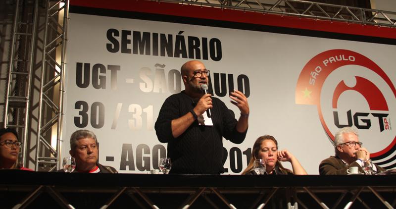 Rogério Gomes fala na abertura do Seminário da UGT-SP